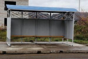 При выезде из д. Приданниково в сторону Красноуфимска на месте пострадавшей в ДТП остановки установлена новая.