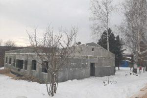 Совсем недавно на месте строительства спального корпуса в загородном лагере был котлован, а сегодня...