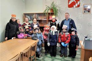 Дошкольники колядовали в своих населённых пунктах, следуя старинному русскому обычаю.